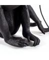 Mono Edición Negra Sentado